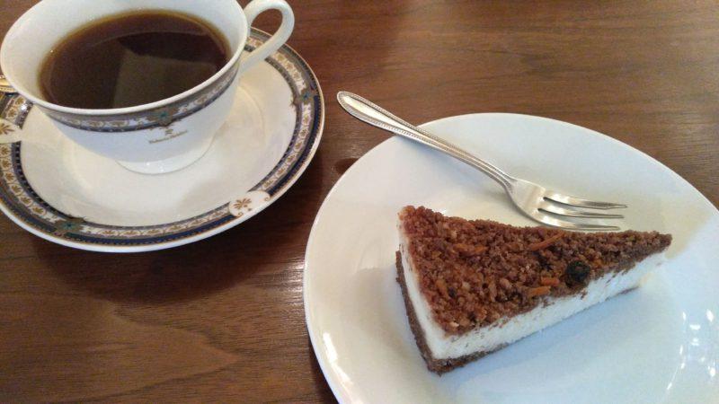 キャロットチーズケーキとコーヒー
