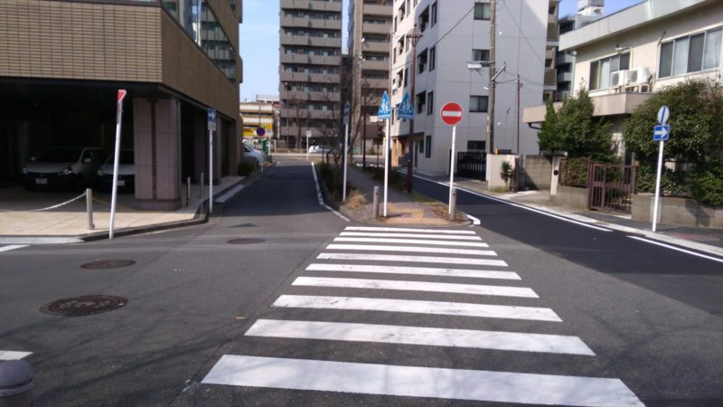 神奈川区役所のわき