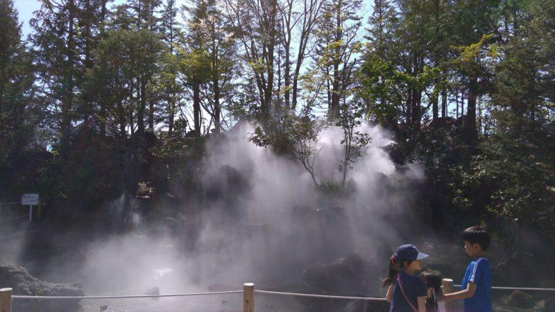 霧がでる滝