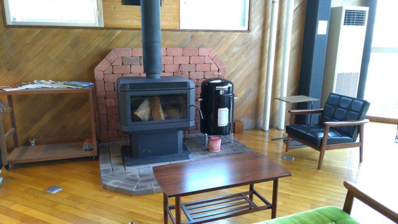 暖炉のある喫茶店