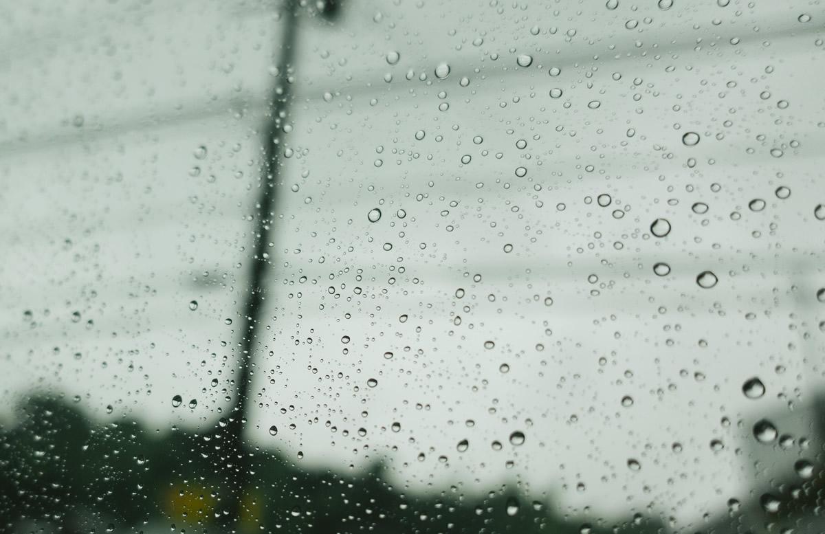 「雨」をテーマにした川柳を募集中 朝日新聞